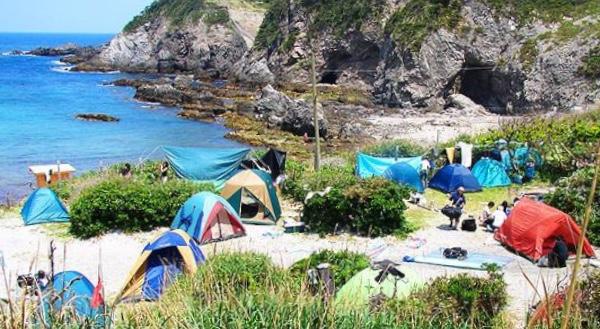 式根島の大浦キャンプ場が利用出来るようになりました🏕